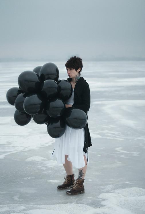 photography-inna-mosina-black-balls.jpg