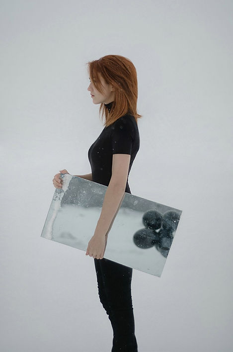 photography-inna-mosina-black-balls-2.jp
