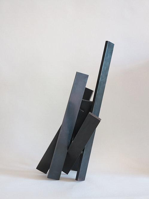 Etienne Viard, Croisées, acier noir, 43,5 x 18,5 x 20 cm