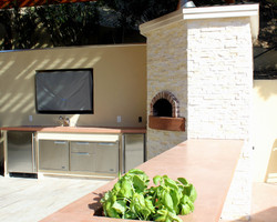 Bar and Pizza Oven