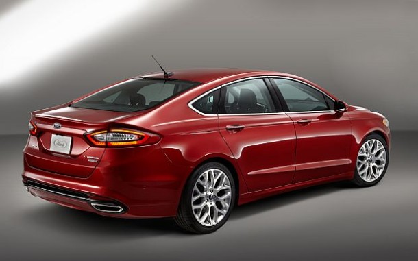 2015-Ford-Fusion-back-1