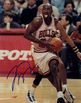 Michael Jordan Signed 8x10 Photograph (3)