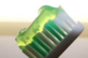 toothbrush-2789791_1920.jpg