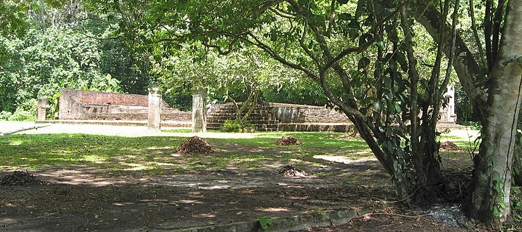 Ruins of the Berakha v'Shalom synagogue in the Jodensavanne. It was built in 1685.