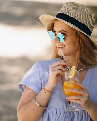 woman-drinking-cocktail-at-the-beach_130