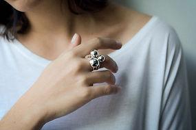 anel bola em prata
