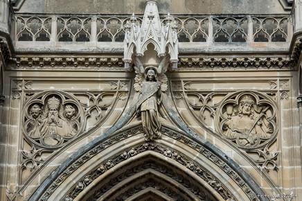 Écoinçons gauche, Dieu le Père, Ange au centre , écoinçon droit, Ecce Homo
