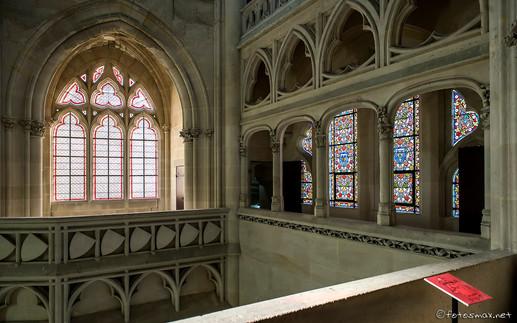 Tribune au-dessus du chœur de la chapelle