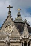 Horloge et croix de la chapelle