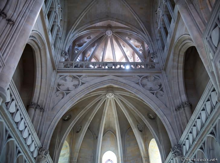 Chœur de la chapelle surmontée de la tribune