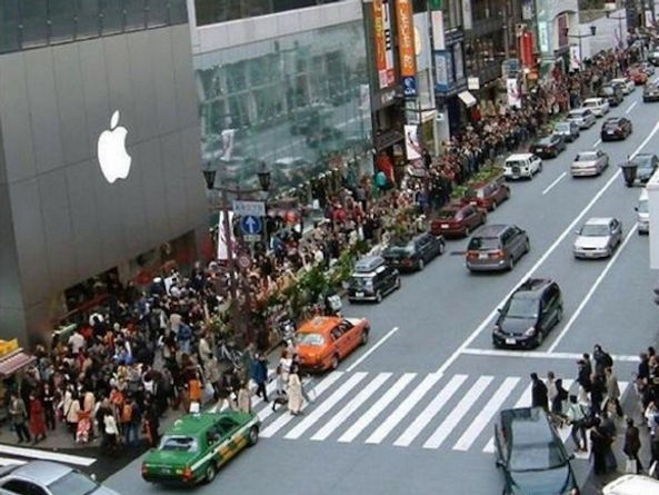 apple store line.jpg
