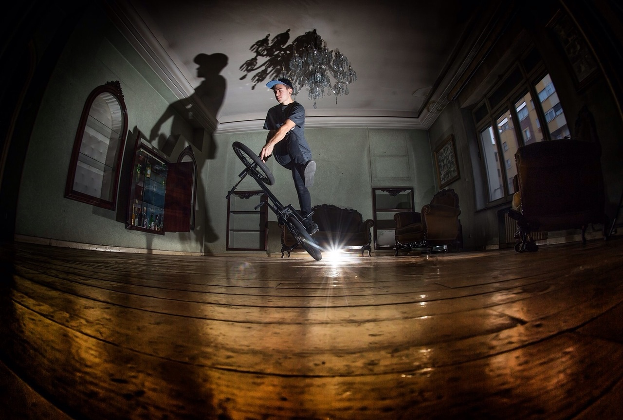 Varo Hernandez - action