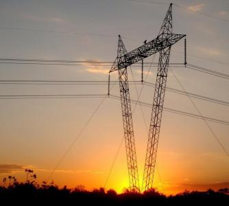 Preço spot da energia dispara com crise hídrica e deve bater teto, dizem analistas