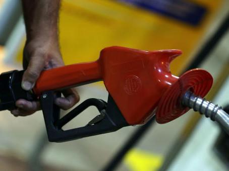 Petrobras reduz preço da gasolina nas refinarias em 2% a partir de quinta-feira