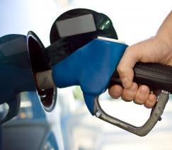 Preço médio da gasolina sobe e pode voltar a bater recorde nos postos