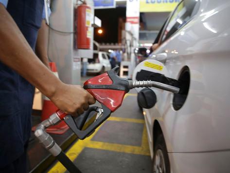 Bolsonaro fala em nova alta dos combustíveis; defasagem da gasolina chega a 18%