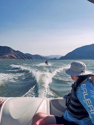 Водные лыжи и вейки