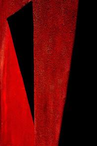 Triangoli ombre su rosso.jpg