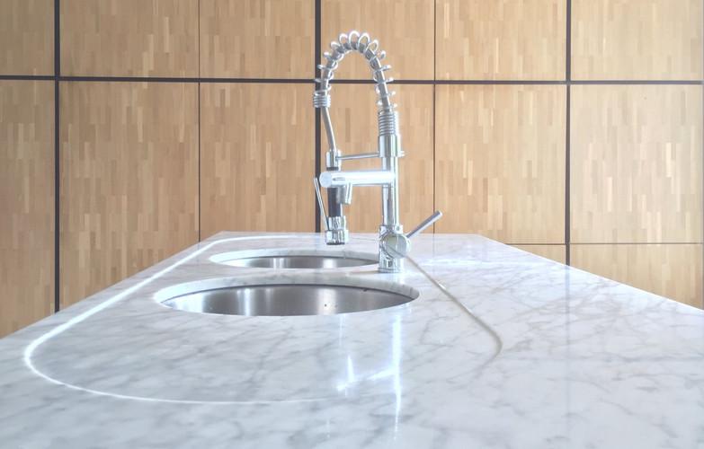 keukenwerkblad met verlek in carrara marmer
