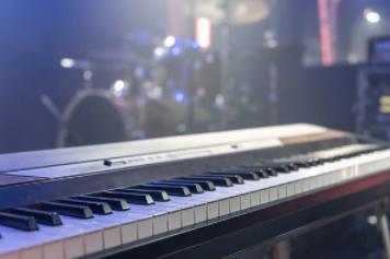 a keyboard piano