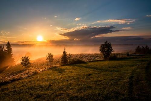 the sun rising over the sea