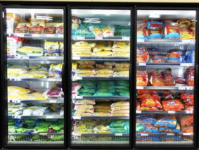 a freezer aisle in a supermarket containing frozen food