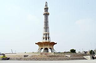 Minar-e-Pakistan_front_view_by_Hassan_Ta