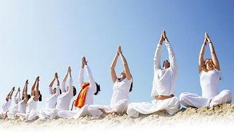 Cours de yoga féminin femmes  prénatal n