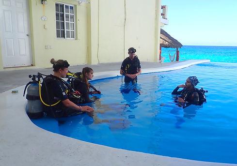 Aldora Divers Training 02.jpg