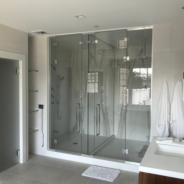 Starphire Glass Shower Enclosure & Acid Washed Water Closet (Left)