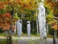 """Mémorial """"LES VEILLEURS"""",colline de La Bloss,massif du Mont Saint-Odile,Otrott,Bas-Rhin,massif des Vosges. Aérostèle élevée à la mémoire des 87 victimes de la catastrophe aérienne du 20 janvier 1992. """"Les Veilleurs"""" sont ceux du repos des âmes de ces victimes. Il y eût 9 survivants. Abbaye-Couvent de Hohenbourg. Plaine d'Alsace. Pèlerinage. Vue par temps clair sur la Forêt Noir,Sud-Ouest de l'Allemagne,Land de Bade-Würtemberg. Point culminant : Le Feldberg,1493M."""