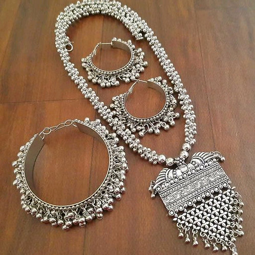 Allure Glittering Women Necklaces & Chains