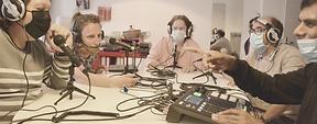 Ce  projet d'expression par la radio est né d'une réflexion autour de la  participation sociale des personnes en situation de handicap accom
