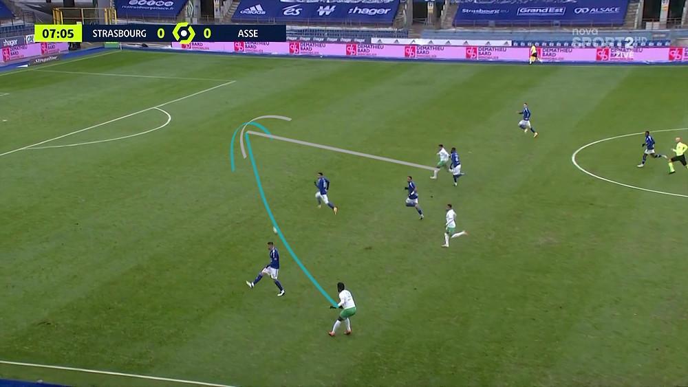 et la remise dans sa longue course entraine le penalty manqué par Boudebouz.