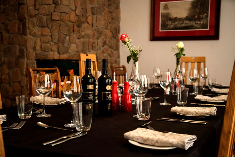 Royal Karoo Hunting Lodge Dinner Table_