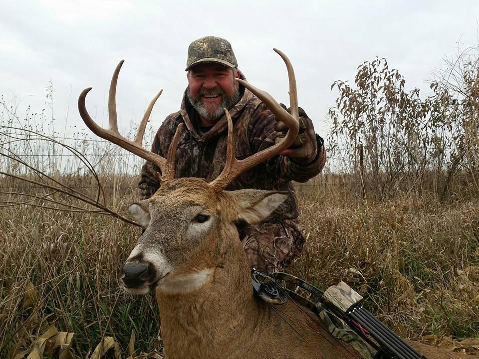Kansas Whitetail Deer Hunt www.huntingkansaswhitetail.com