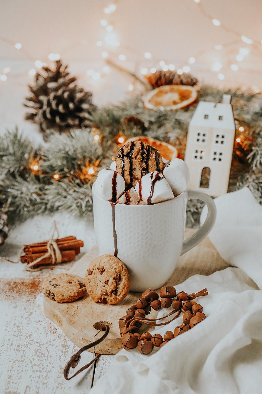 Chocolat chaud, crème et cookies, Élodie's Bakery