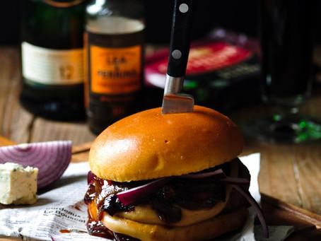 Burger sauce whisky, cheddar et oignons confits au miel