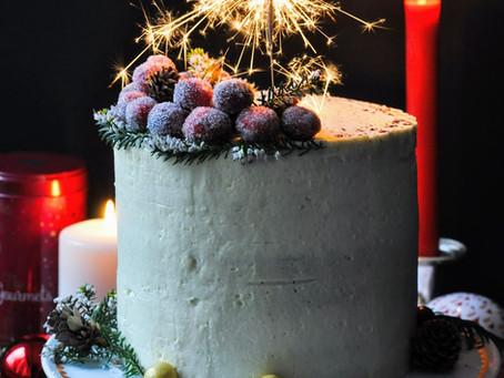 Layer cake aux canneberges, orange et épices