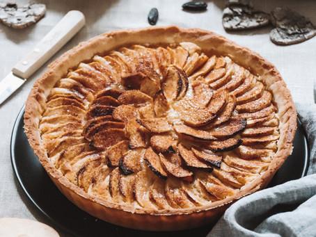 Tarte amandine aux pommes, cannelle et fève Tonka
