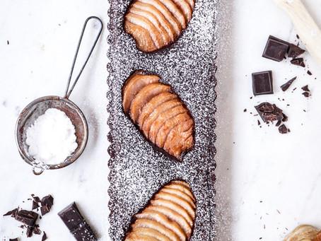 Tarte au chocolat et poires pochées aux épices