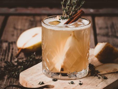 Cocktail au gin, épices infusés et poire