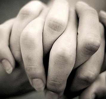 holding_hands-1418.jpg