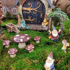 Fairy Garden Door, Arch, Gnomes, Wheelbarrow & Mushroom Table & Chairs