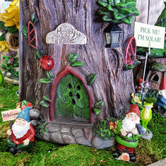 Fairy Garden Solar Stump House & Gnomes