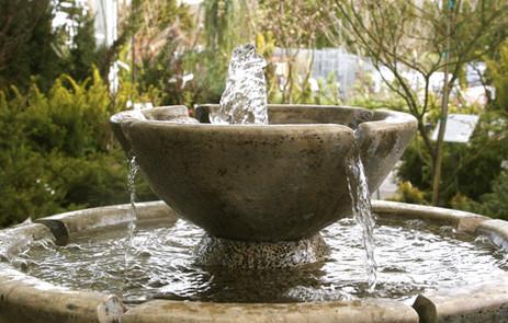 Steingartenbrunnen Wasserspiel Gartendesign