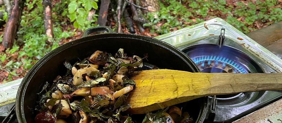 Wenn im Wald exotisch gekocht wird und das Salz fehlt, ist die Folge davon ein süßes Frühstück