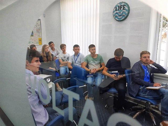 На фото: менеджер з рішень «ХУАВЕЙ УКРАЇНА» розповідає про останні технологічні «новинки» Євген Кондратенко