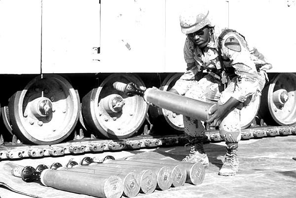 105mm-Geschoss während der Operation Desert Shield im Jahr 1991. Bild: DoD