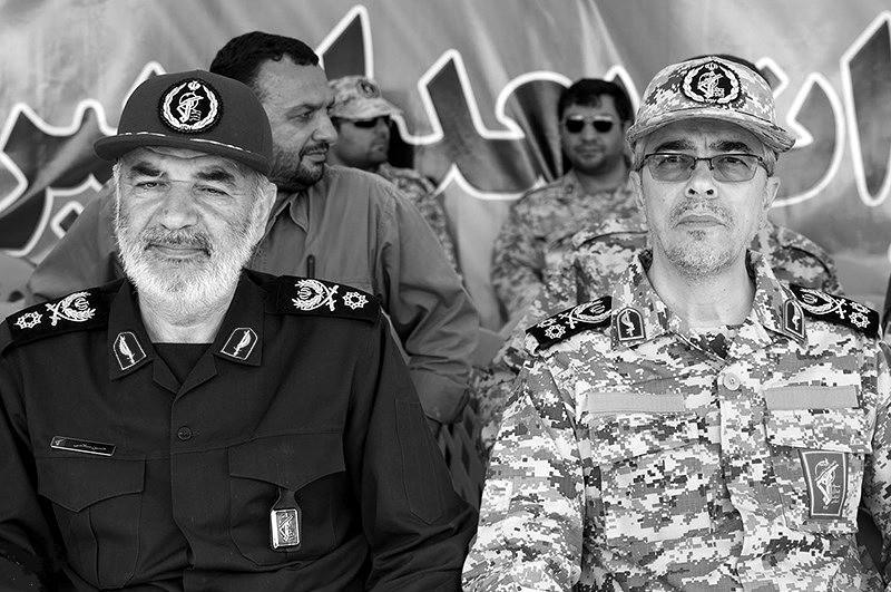 Hossein Salami und Mohammad Bagheri bei einer Militärübung 2016